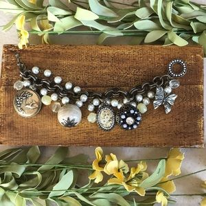 Jewelry - Chunky pearl and bronze charm costume bracelet